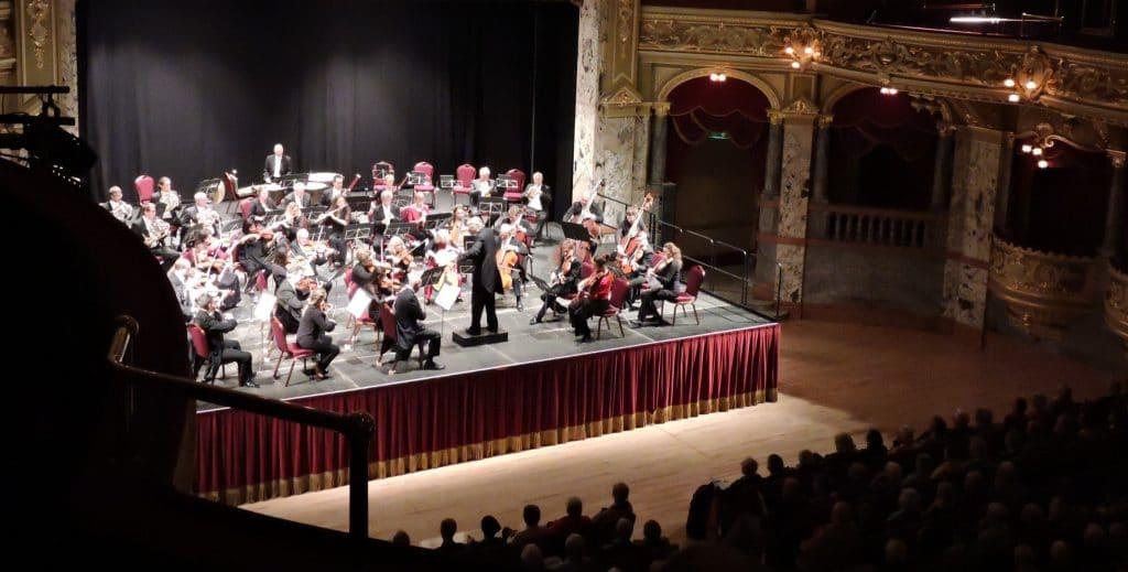 London Mozart Players Janusz Piotrowicz Dvorak 'New World' Symphony A breathtaking Finale Catrin